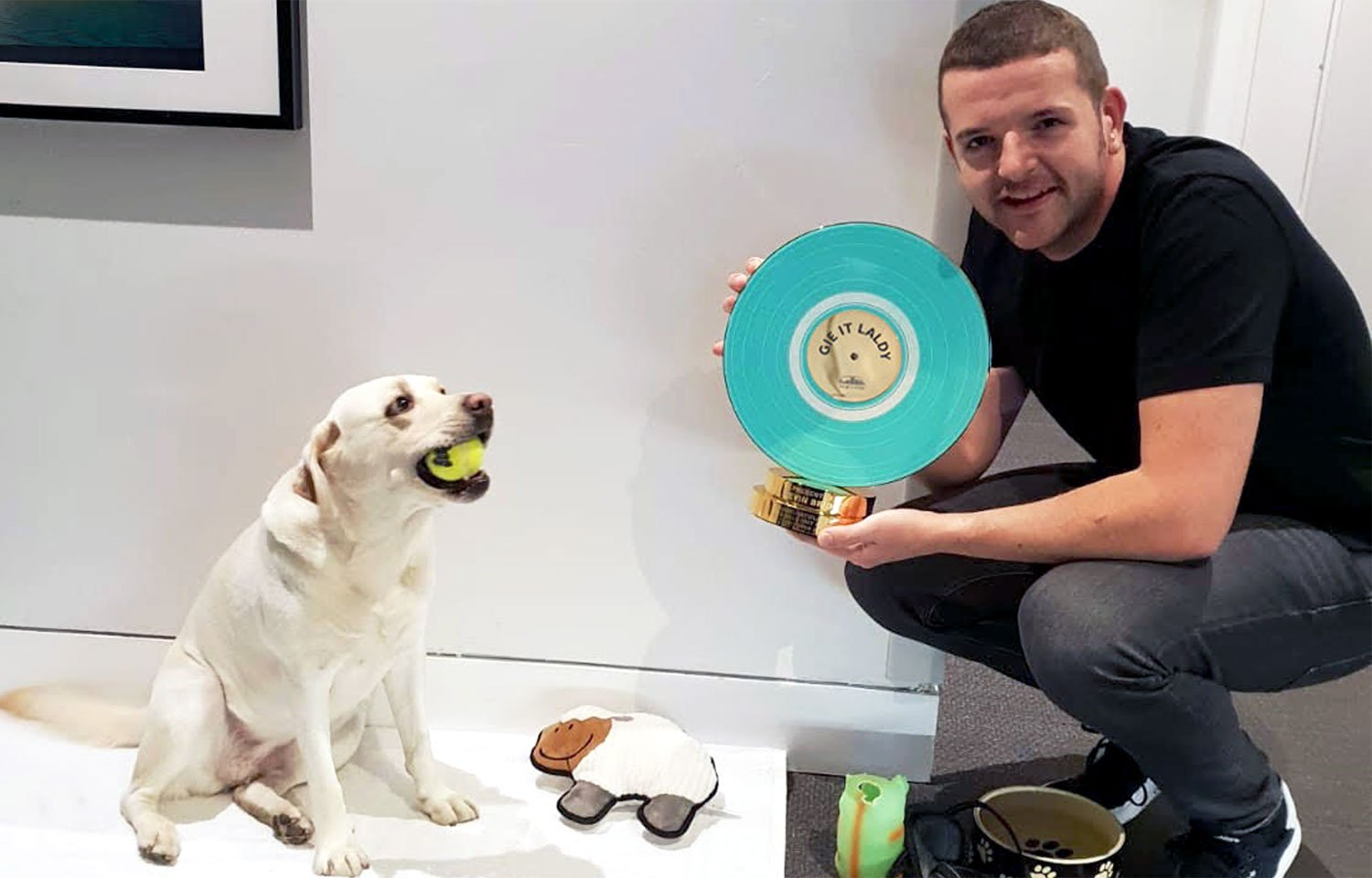 GIE IT LALDY!  KEVIN BRIDGES RECEIVES HYDRO'S NEW AWARD